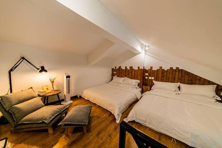 两张1.8m*2m乳胶床垫,超舒适懒人床垫。