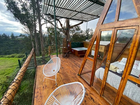Treehouse in nature with private jacuzzi