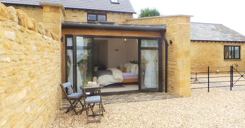 Luxury 2 Bedroom Barn Conversion in the Cotswolds