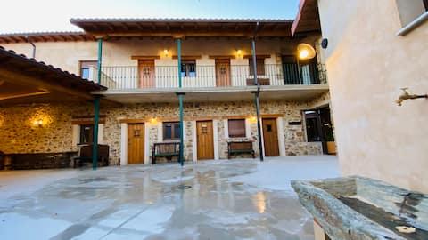 La Zaya. Preciosa Casa Rural de Piedra hasta 18pax