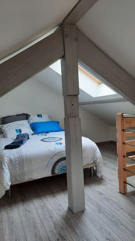 lit double à l'étage