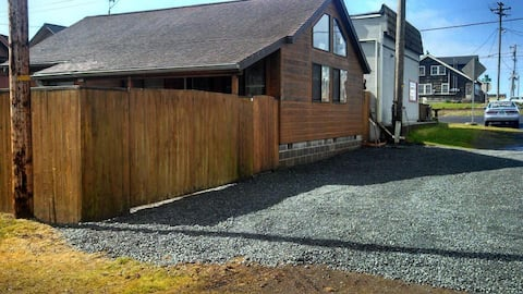 Cozy two bedroom cottage one block from the beach!