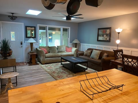 NEW - Cozy 4-bedroom by Torch Lake