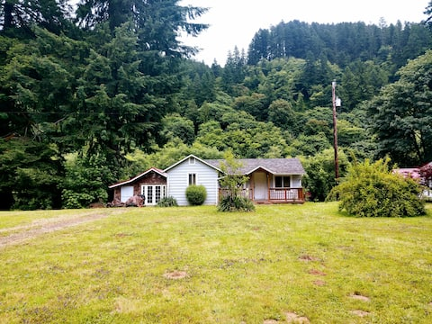 Vintage River Cabin on the Siuslaw