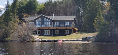 Lake Escape - Luxury Cottage