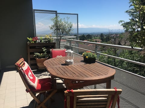 1 Bedroom with mountain views in the heart of town