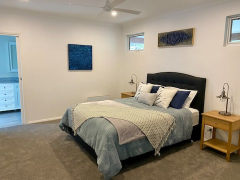 Cottage Retreat on Adelaide in the heart of Busso
