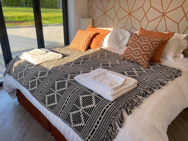 Bedroom 1 - Super-king or interlocking twin