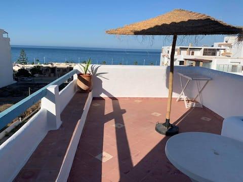 Leilighet med terrasse med havutsikt