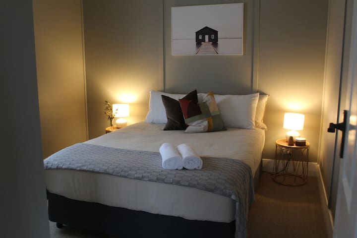 2nd bedroom, with Queen size bed and large built in robe