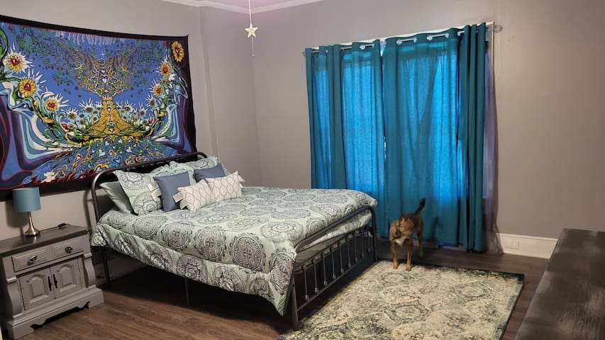 queen size bed in the master bedroom - lots of storage space, very comfy new mattress  There is a 3rd bedroom - with a trundle bed that pulls out (2 twins), and and office (and an available printer)