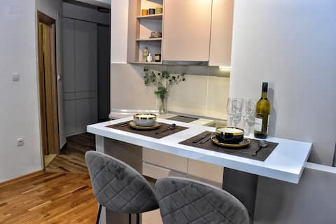 Lovely one bedroom apartment  with free garage