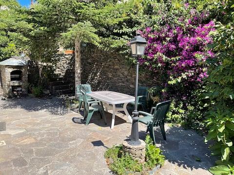 Logement T2 avec Jardin et terrasse vue mer.