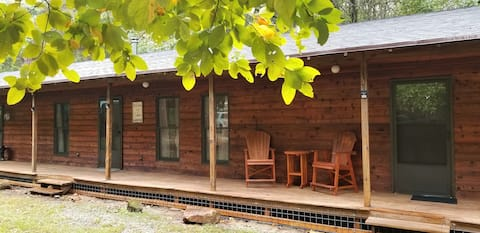 Mutton Creek Getaway: cabin near marina sleeps 10