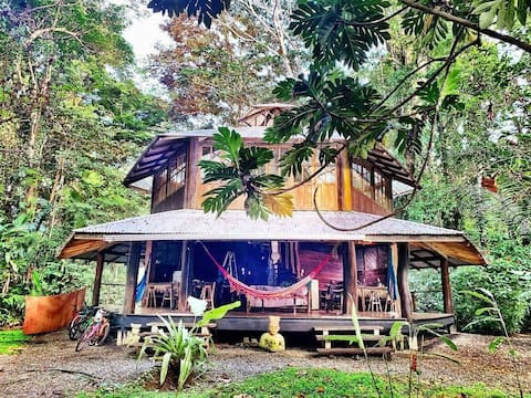Exotic Jungle House close to Picturesque Beach!