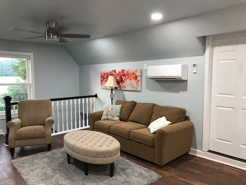 Cheerful  1-bedroom home away from home in Raleigh