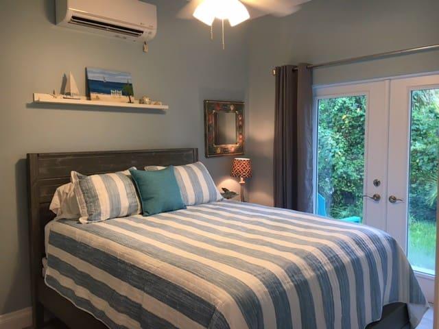 Bedroom with a garden veiw