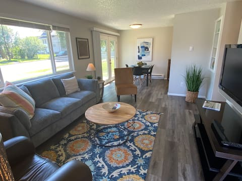 Newly remodeled 2 bedroom Gonzaga area retreat