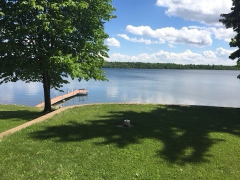 2 BR modern cabin in the Heart of Lakes Country