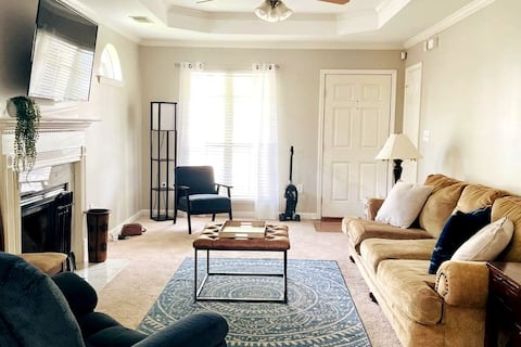 Clean & Comfortable home minutes from Oak Mtn & 65