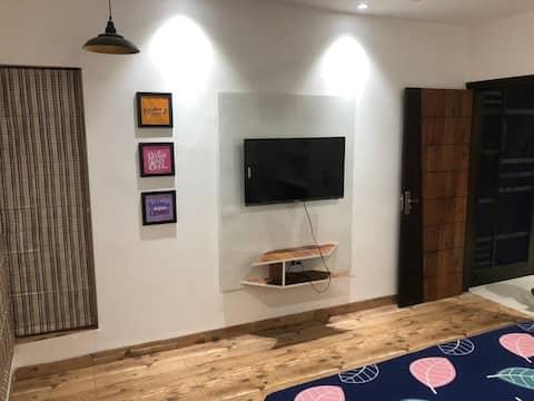V Guest House - A 8 bedroom Villa