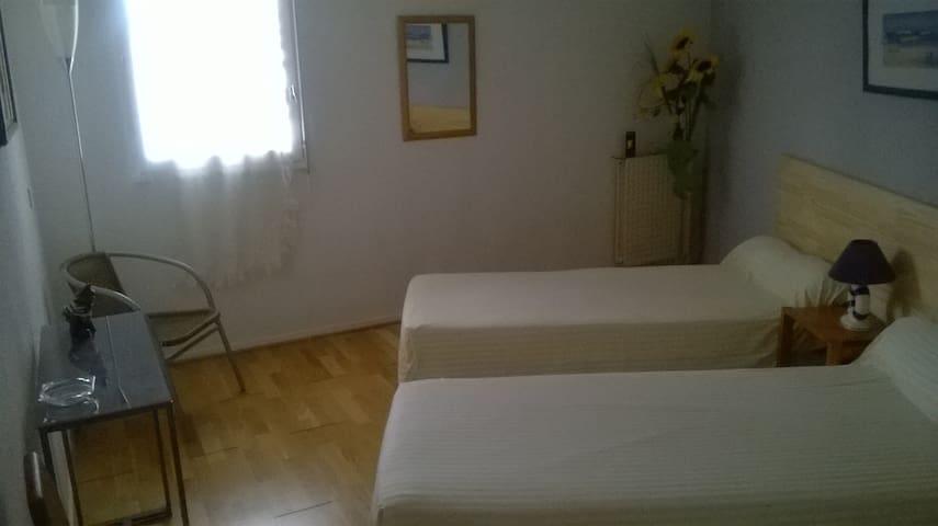 chambre aux lits jumeaux 90cm  twin beds