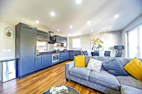 Two bed PENTHOUSE with Private balconies & parking