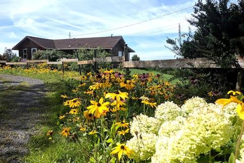 Joyful 4 BR log home w/ pool & large secluded yard