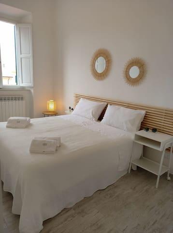 All'occorrenza si possono separare i due letti che formano questo letto matrimoniale.