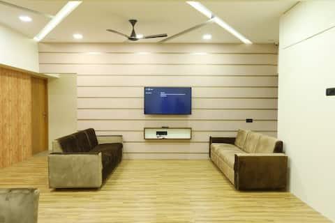 Deluxe Couple Room in a Flat near Dadar T.T.