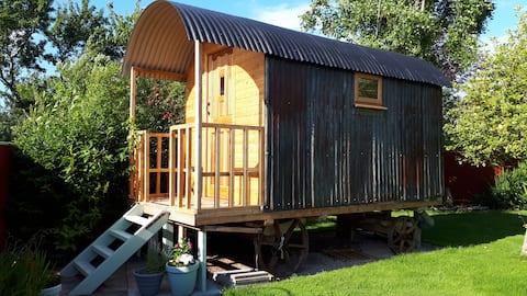 Vintage Shepherd's hut in the heart of Somerset