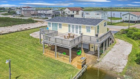 Waterfront house-Stunning views and great fishing!