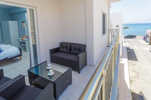 Apartamentos junto al mar Sole Mare. Apartamento 4 con vista lateral al mar