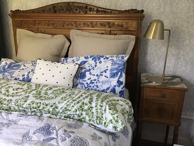 Bedroom #1: queen bed plus twin bed