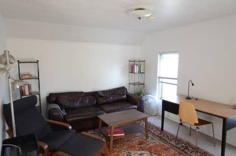 Cozy 1 bedroom apartment near Downtown Wheaton