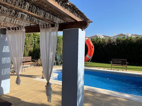 1-bedroom place with private pool and near beach
