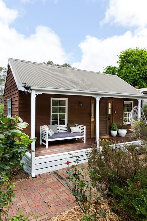 Fern Cottage - Cozy Cottage (it's back!)