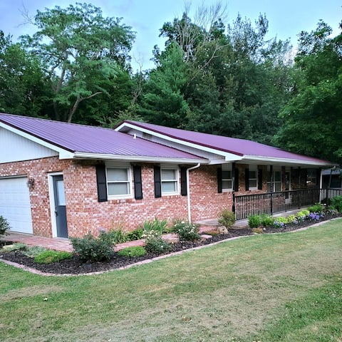 Midwest Manor -1680sqft - Your Home Away from Home