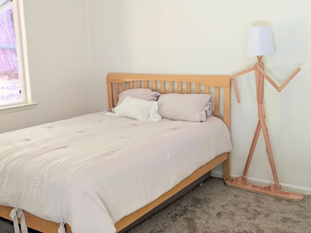 Bedroom 3: comfortable brand-new queen size mattress and twin bunk bed