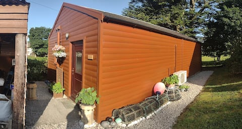 Cosy, comfortable cabin in the heart of Salen.