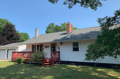 The Perch - Cozy Cottage in Pentwater Village