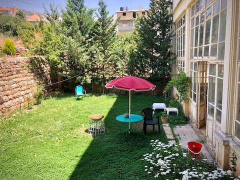 Lovely single bedroom (A) in the heart of Bcharreh