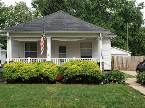 Cozy 2 bedroom home with parking and front porch