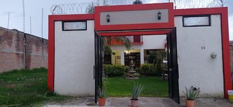 Hostal privado con area verde y terraza.
