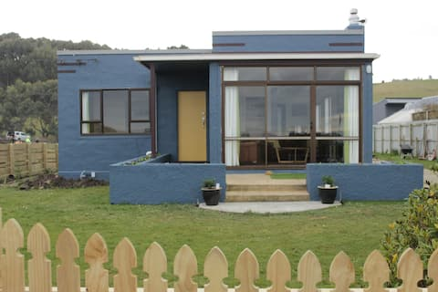 Seabreeze Cottage, by the ocean in Brighton, Otago