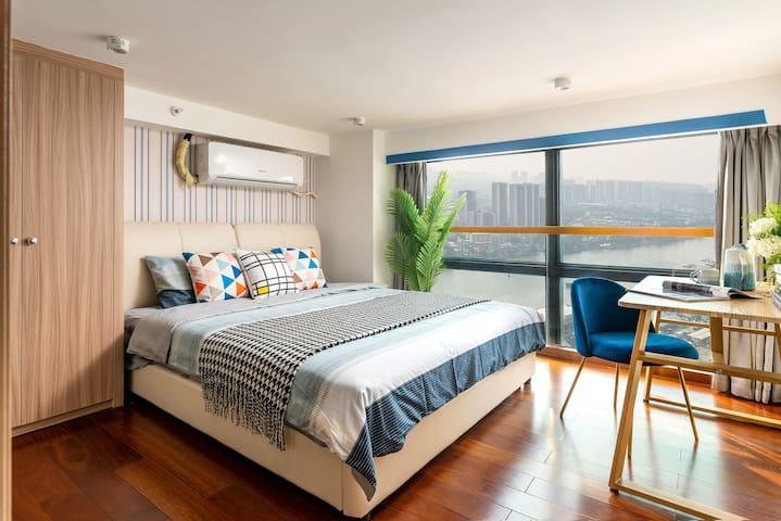 主卧:1.8米宽的大床房 可望江