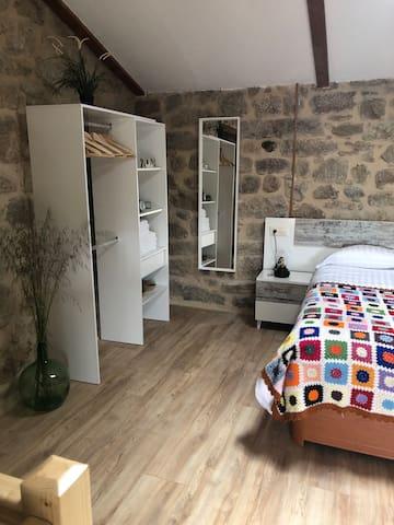Dormitorio. Equipado con una cama de matrimonio.