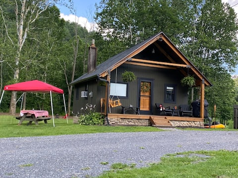 Cheerful 2-Bedroom Cottage offers Recreation & Mor