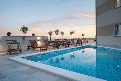 Pool apartment Oliva Vallis 6 overlooking sea