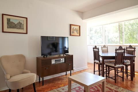 Flat in quiet area of Lisbon close to the airport.
